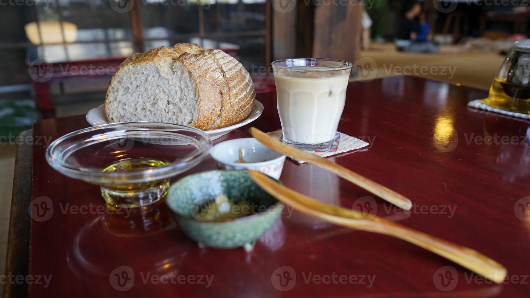 Campagne und Cafe au lait mit Dip-Sauce foto