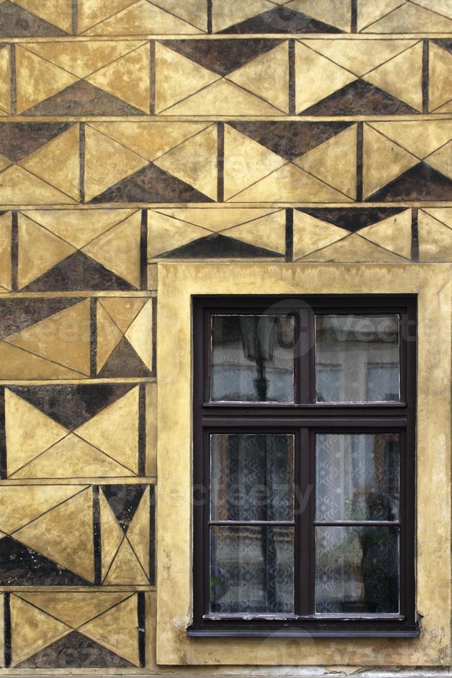 beeindruckende Fassadenwand mit Fenstern foto