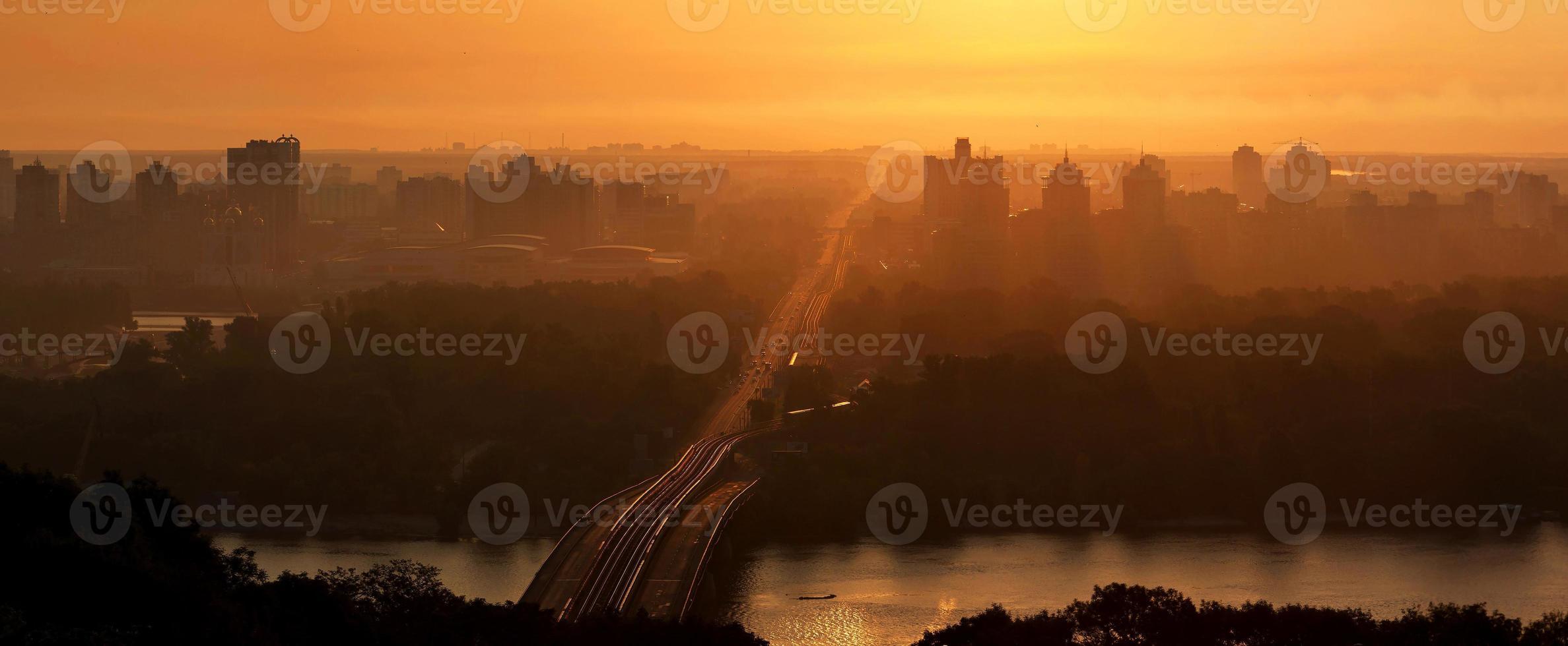 Sonnenaufgang über Kiew. Ukraine foto