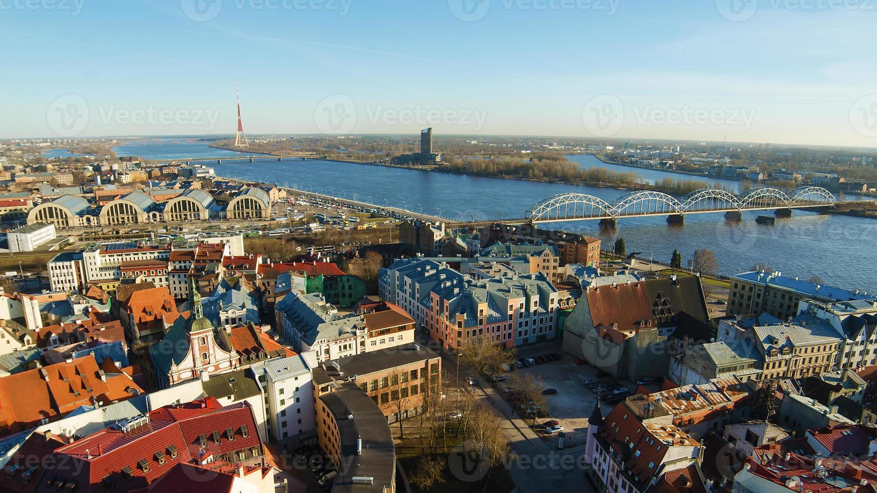 Riga (Lettland) am Abend foto