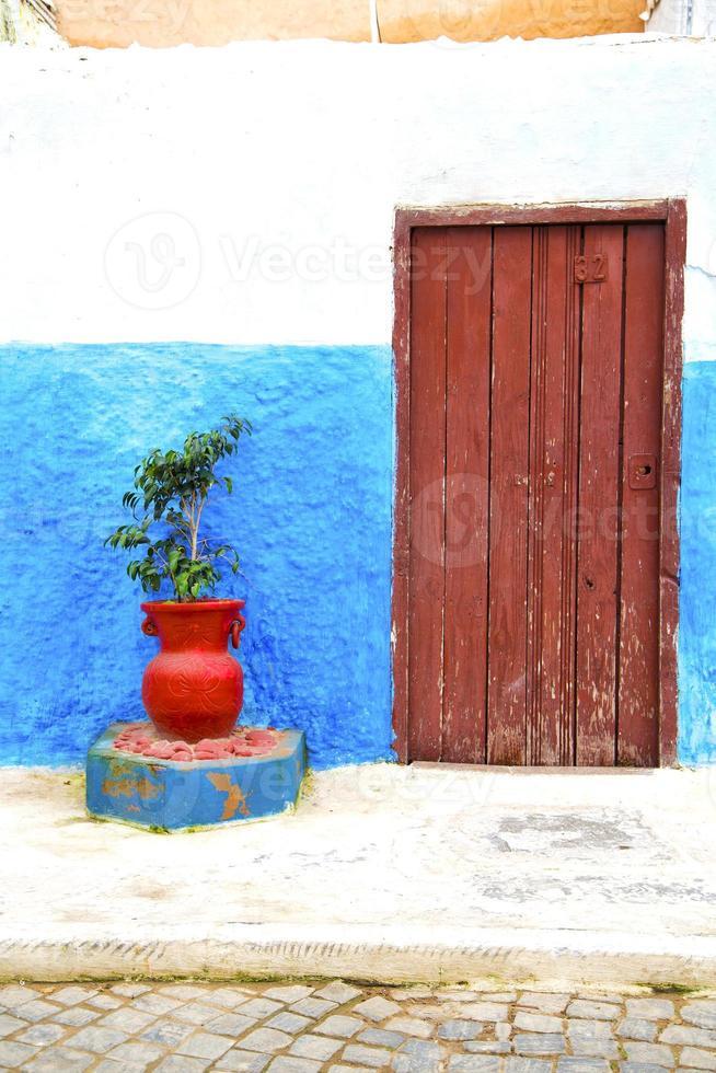 historisches Blau im Stil Afrika Vase Potter foto