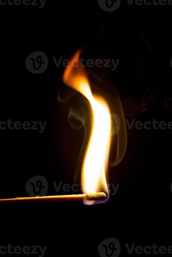 brennendes Streichholz foto