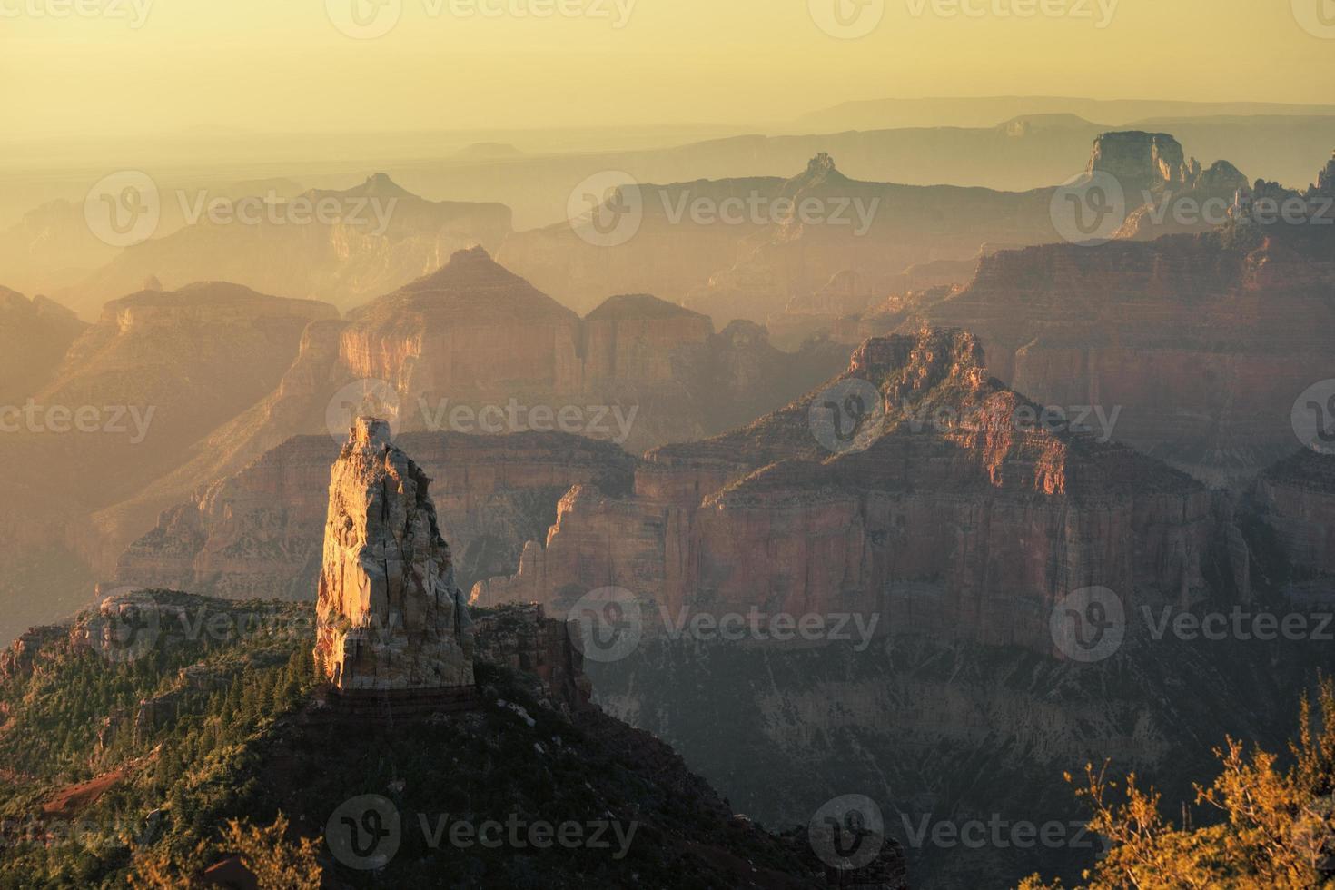 Zeigen Sie den imperialen Sonnenaufgang am Nordrand im Grand Canyon National Park foto
