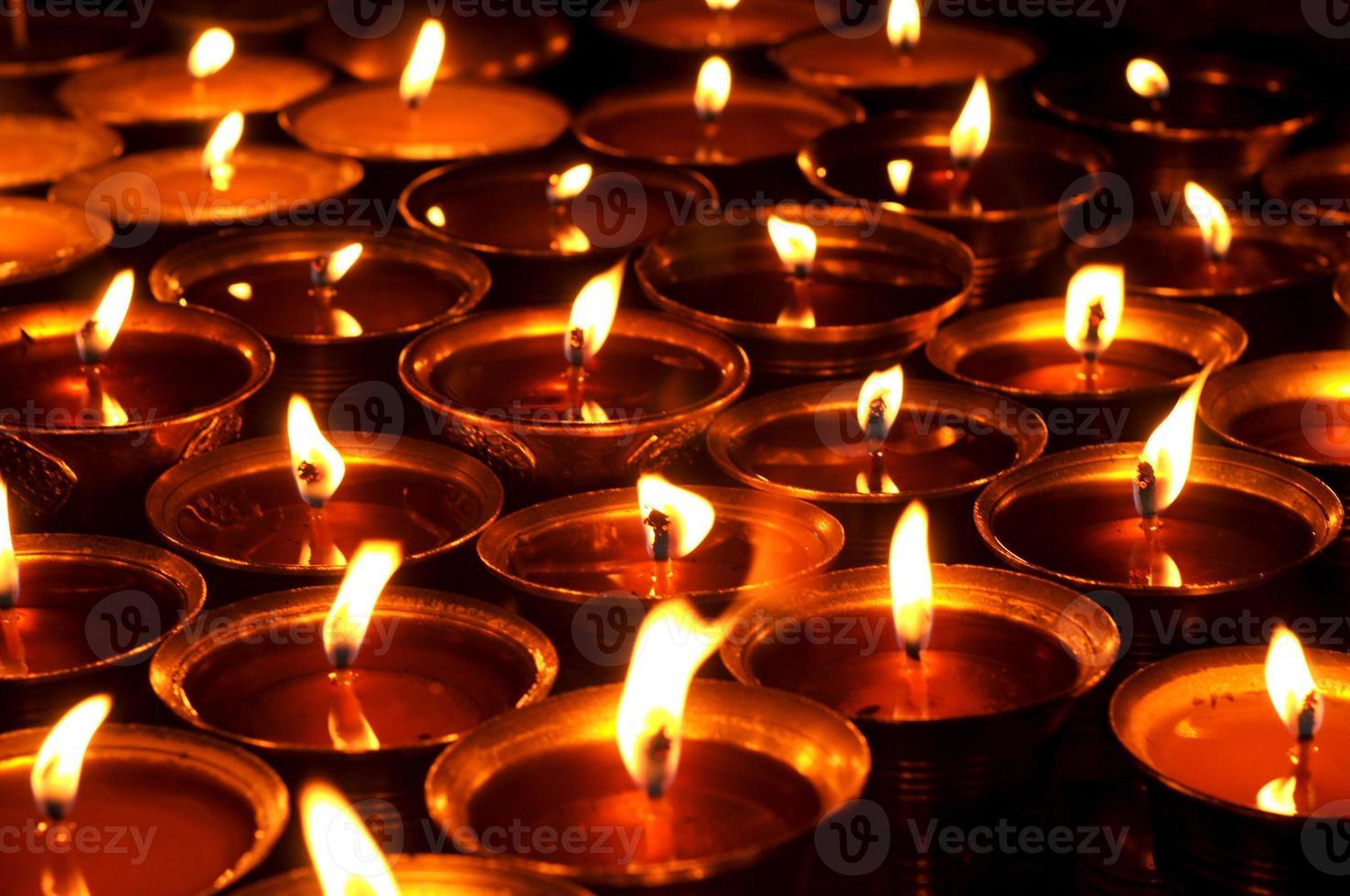 Kerzen in der Boudhanath Stupa, Kathmandu, Nepal. foto