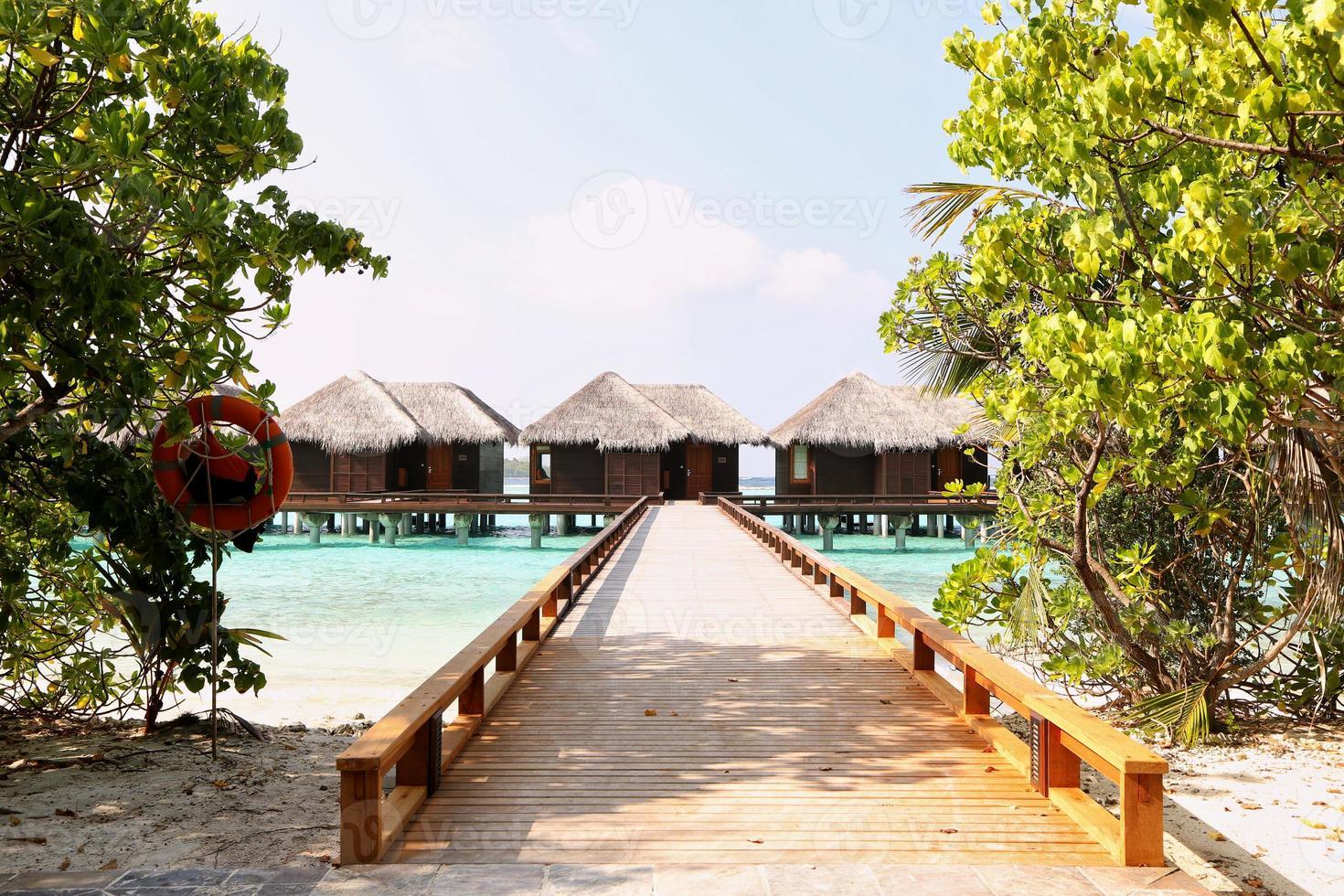 schöne Holzhäuser auf den Malediven foto