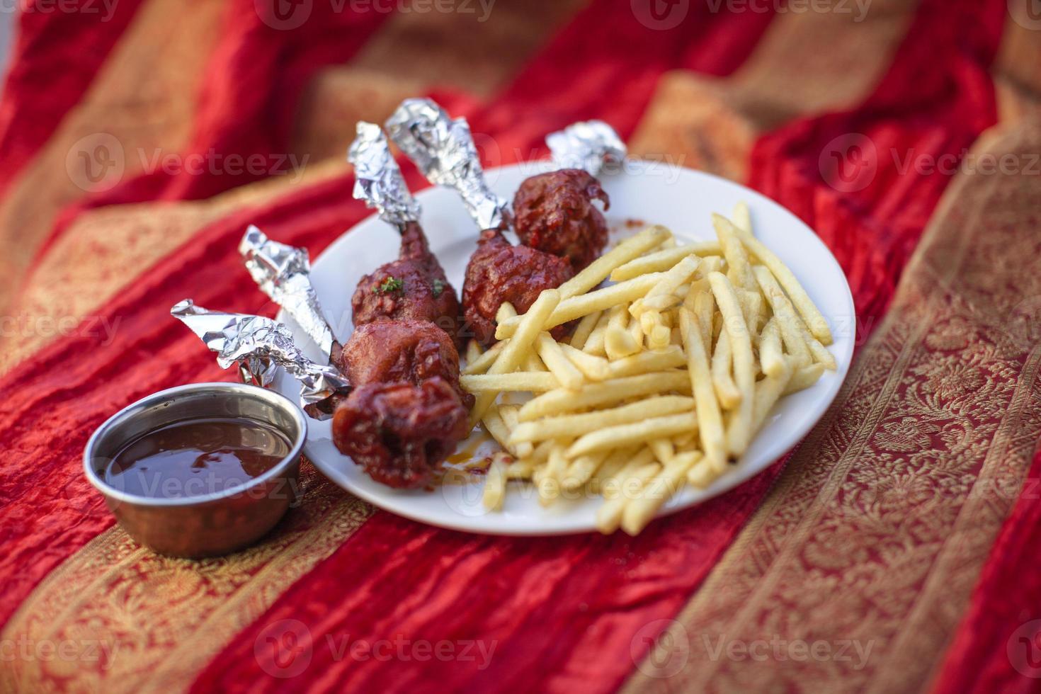 traditionelles indisches Essen Huhn Lollypop foto