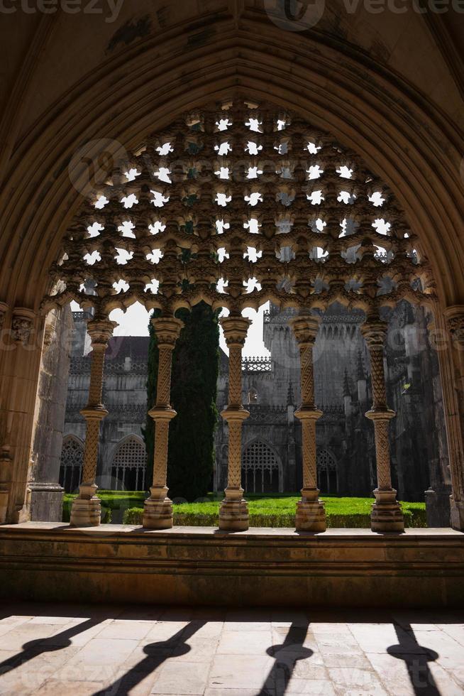 königlicher Kreuzgang der Abtei Batalha in Portugal foto