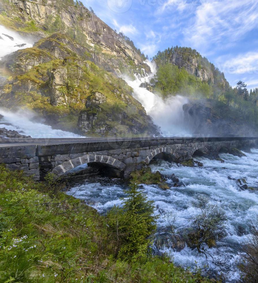 latefossen wasserfall in norwegen foto