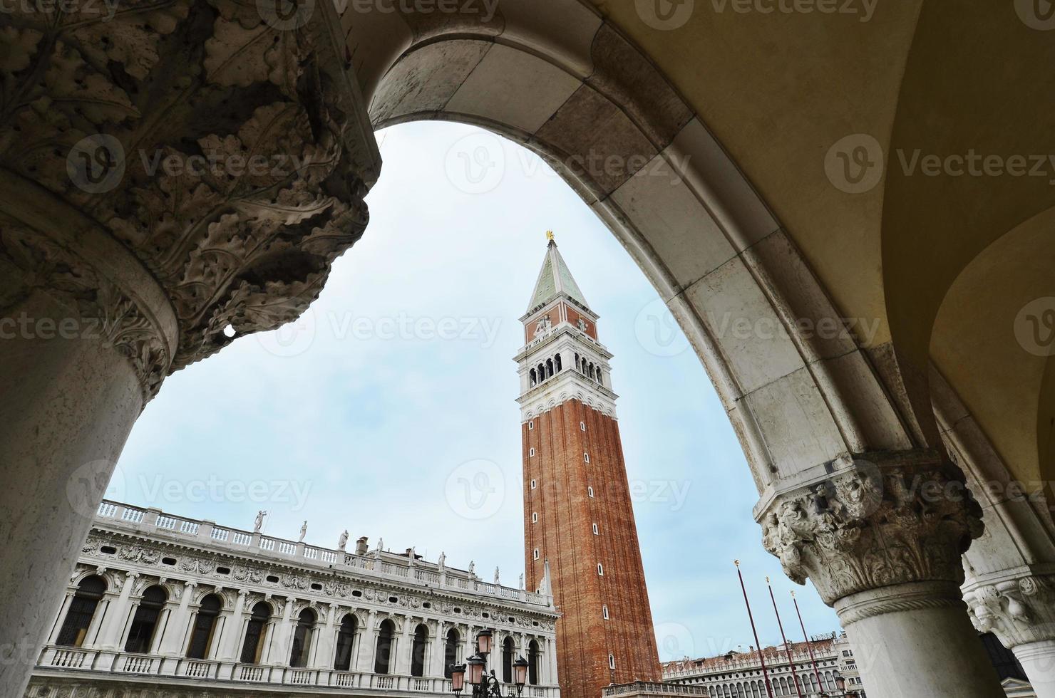 Detail des Campanile von Venedig St. Mark foto