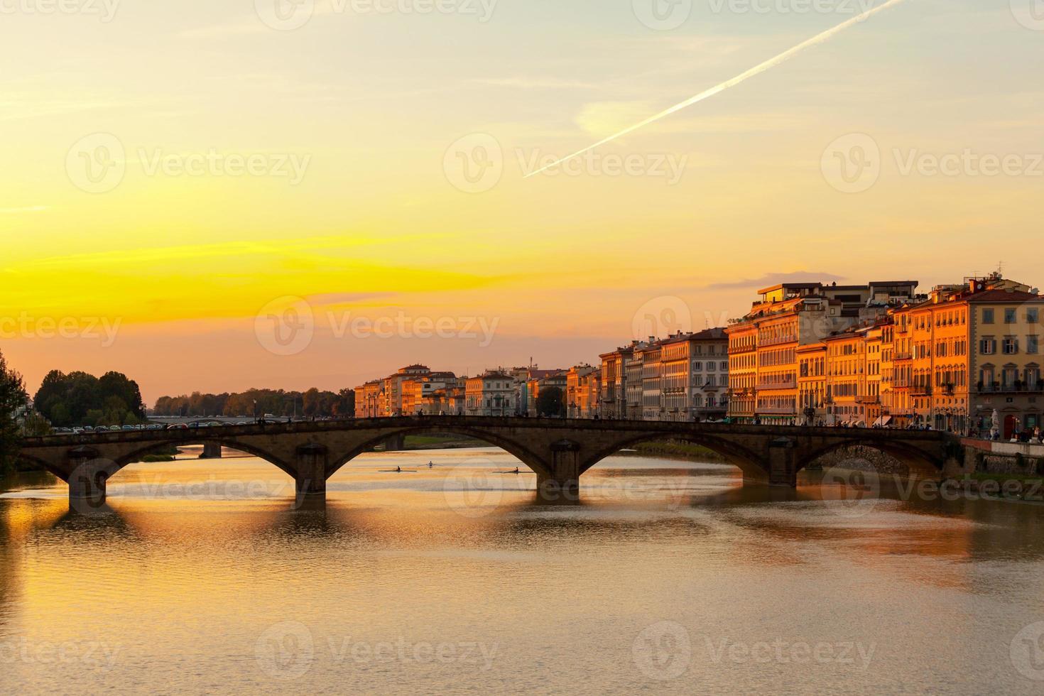 Florenz - Ponte alla Carraia bei Sonnenuntergang foto