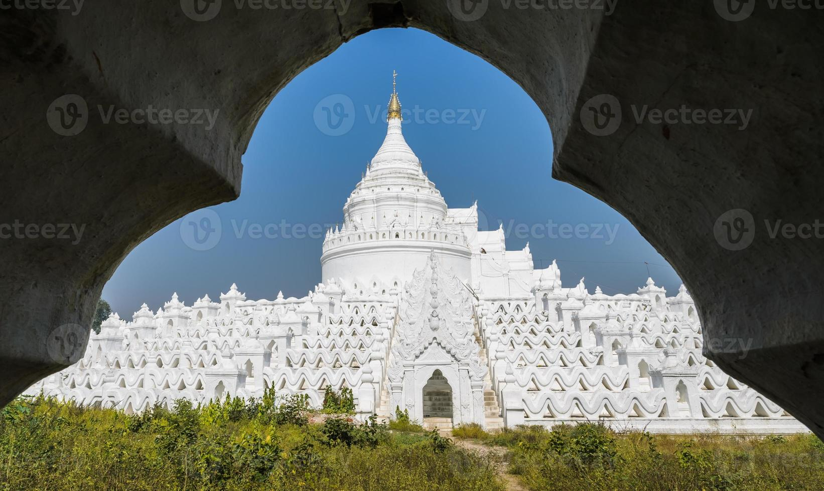 Mingun weiße Pagode in Myanmar foto