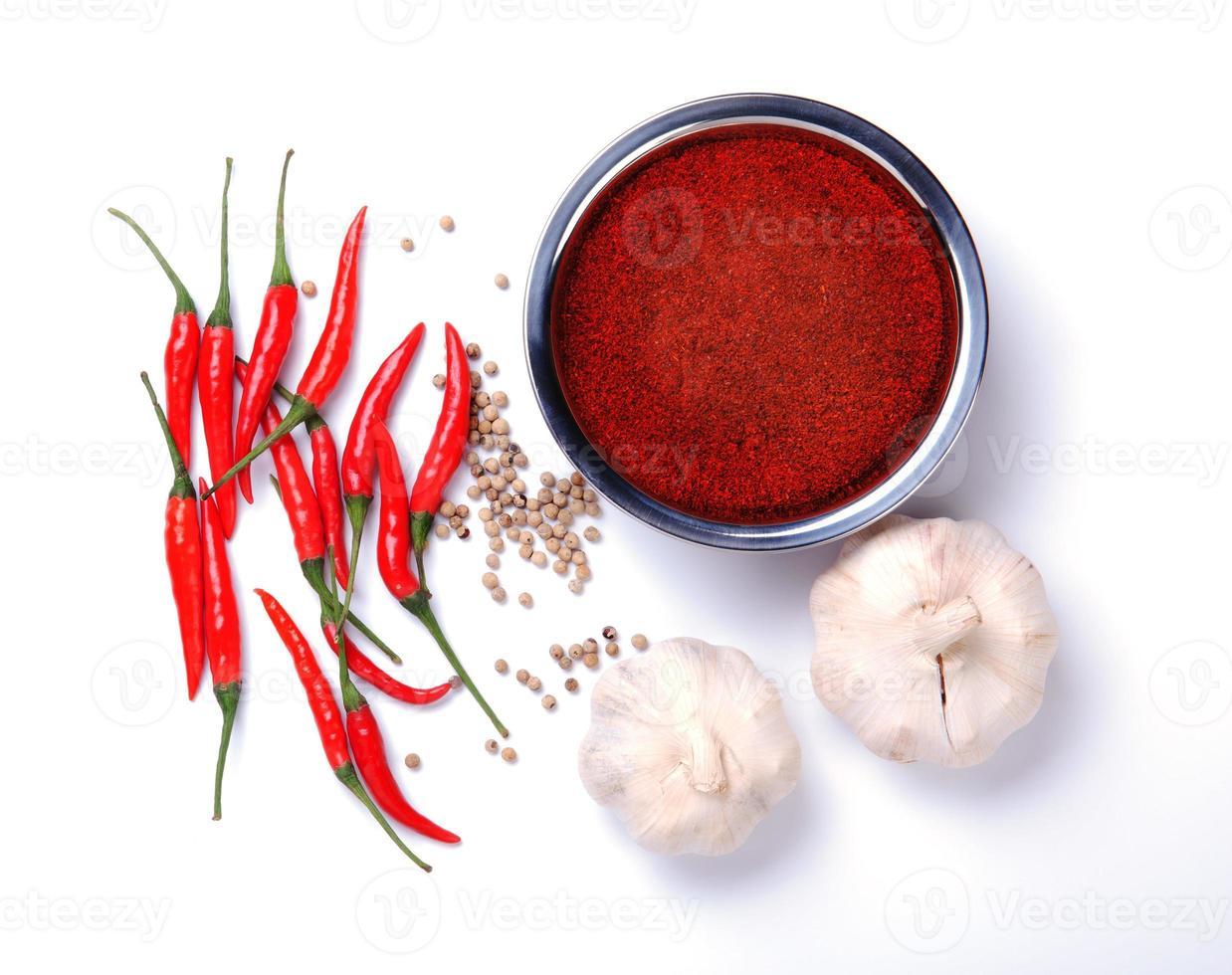 Currypulver mit Chili, Knoblauch, Pfeffer Zutaten foto