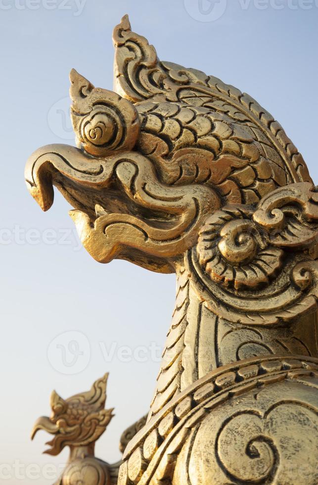 Nahaufnahme Tempelschnitzereien und Statuen foto
