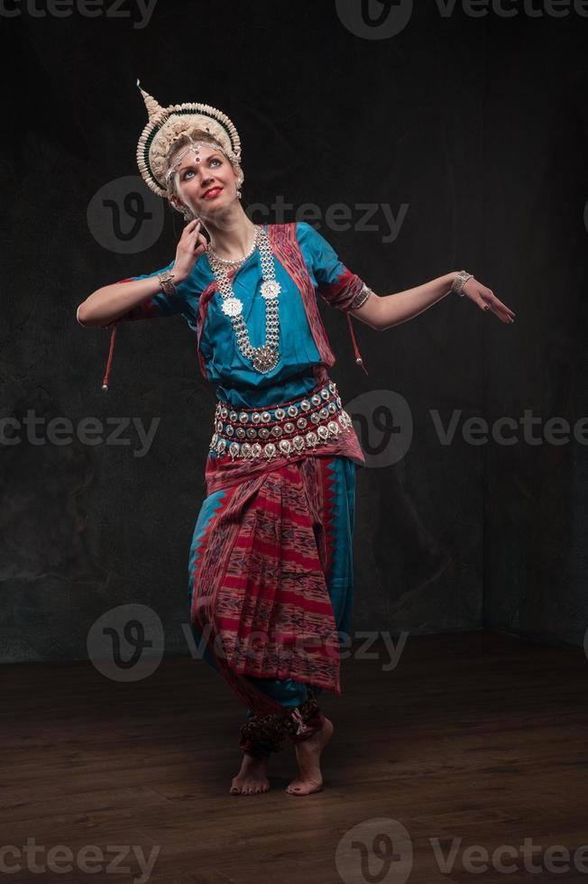 hübsche Mädchen in traditionellen Kostümen foto