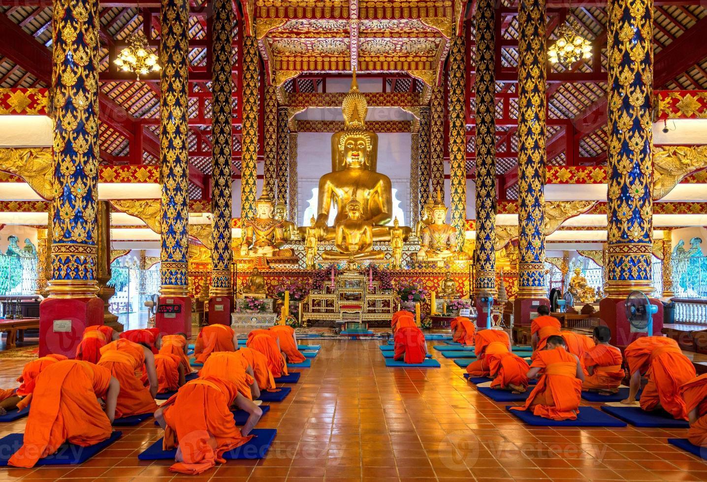 Buddha-Statue in Wat Suan Dok foto