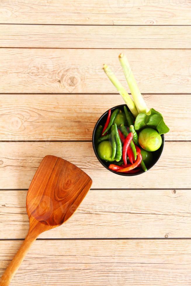 Thai Tom Yam Suppe Kräuter und Gewürze. foto