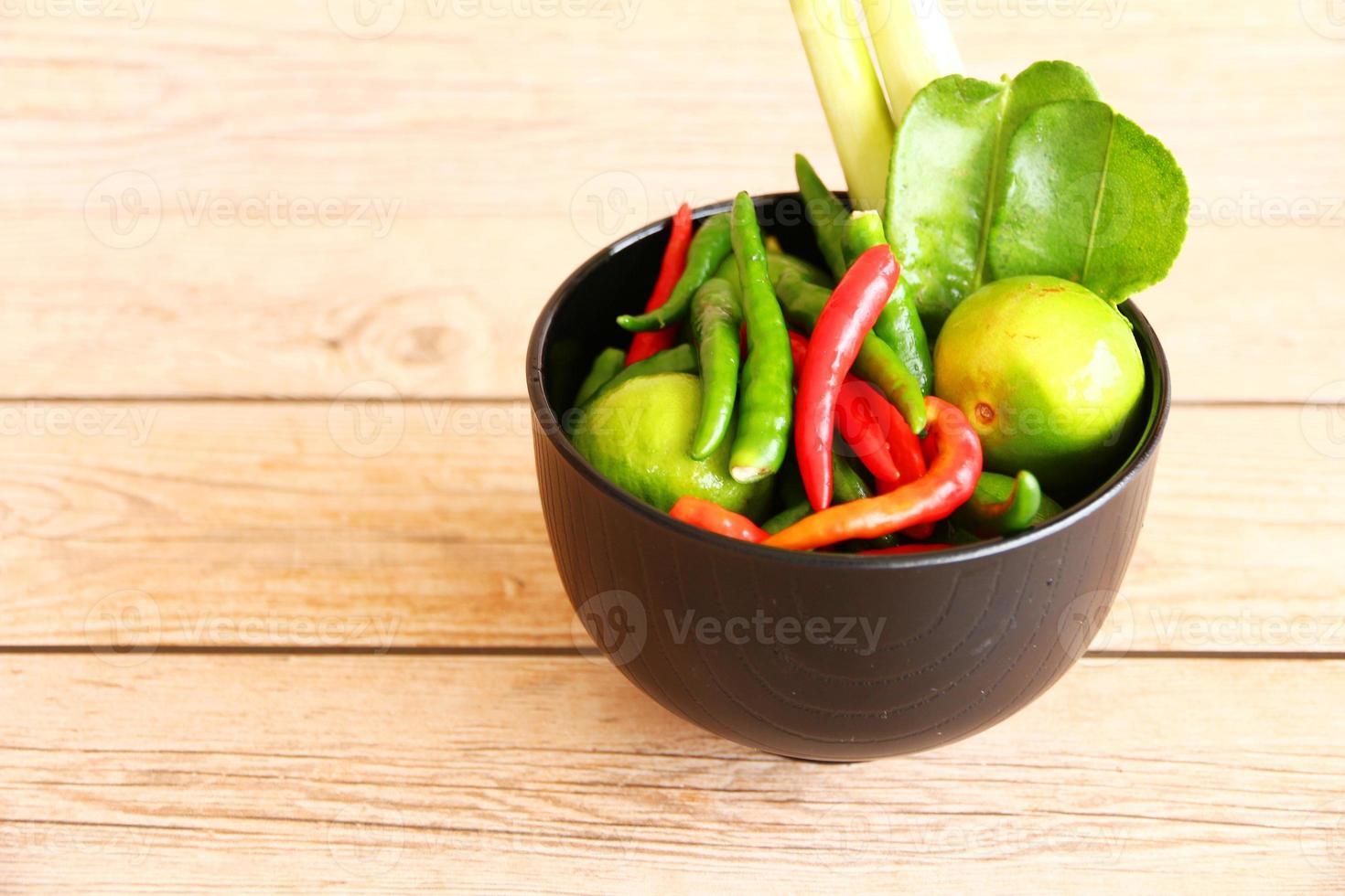 Thai Tom Yam Suppe Kräuter und Gewürze foto