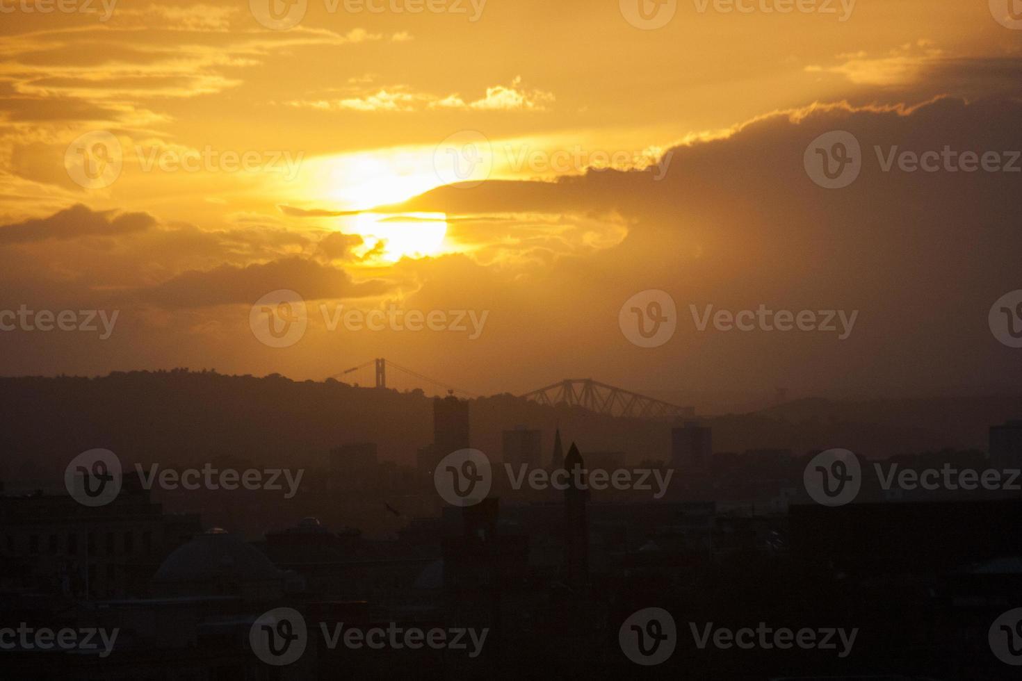 Schottland - Sonnenuntergang im Stadtzentrum von Edinburgh foto