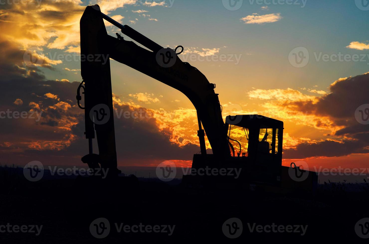 Bagger Silhouette im Sonnenuntergang Licht. foto