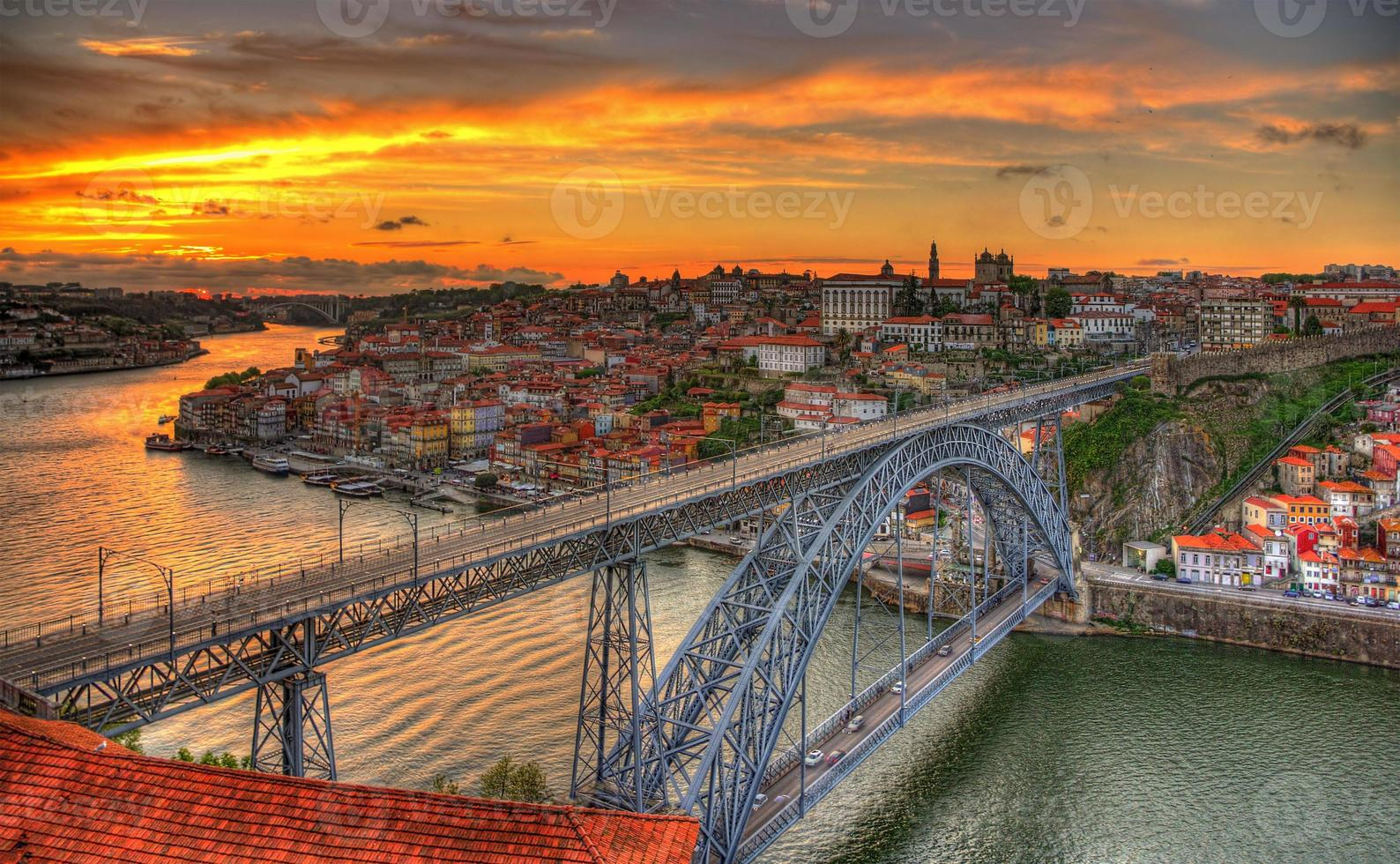 porto mit dom luis brücke - portugal foto