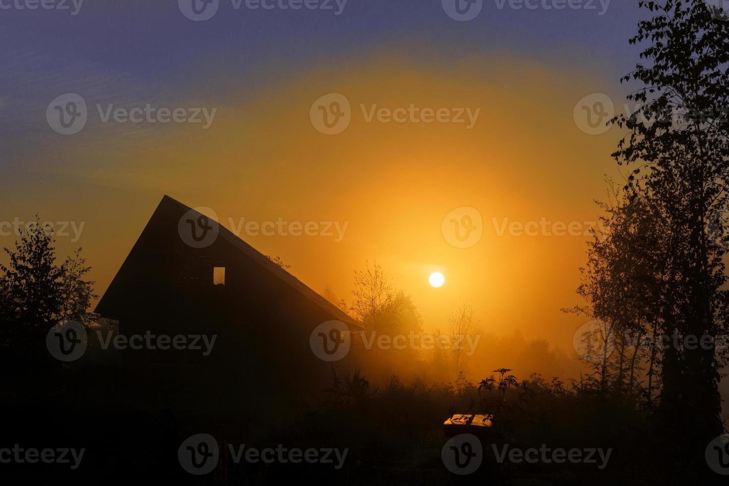 Morgendämmerung im Dorf foto