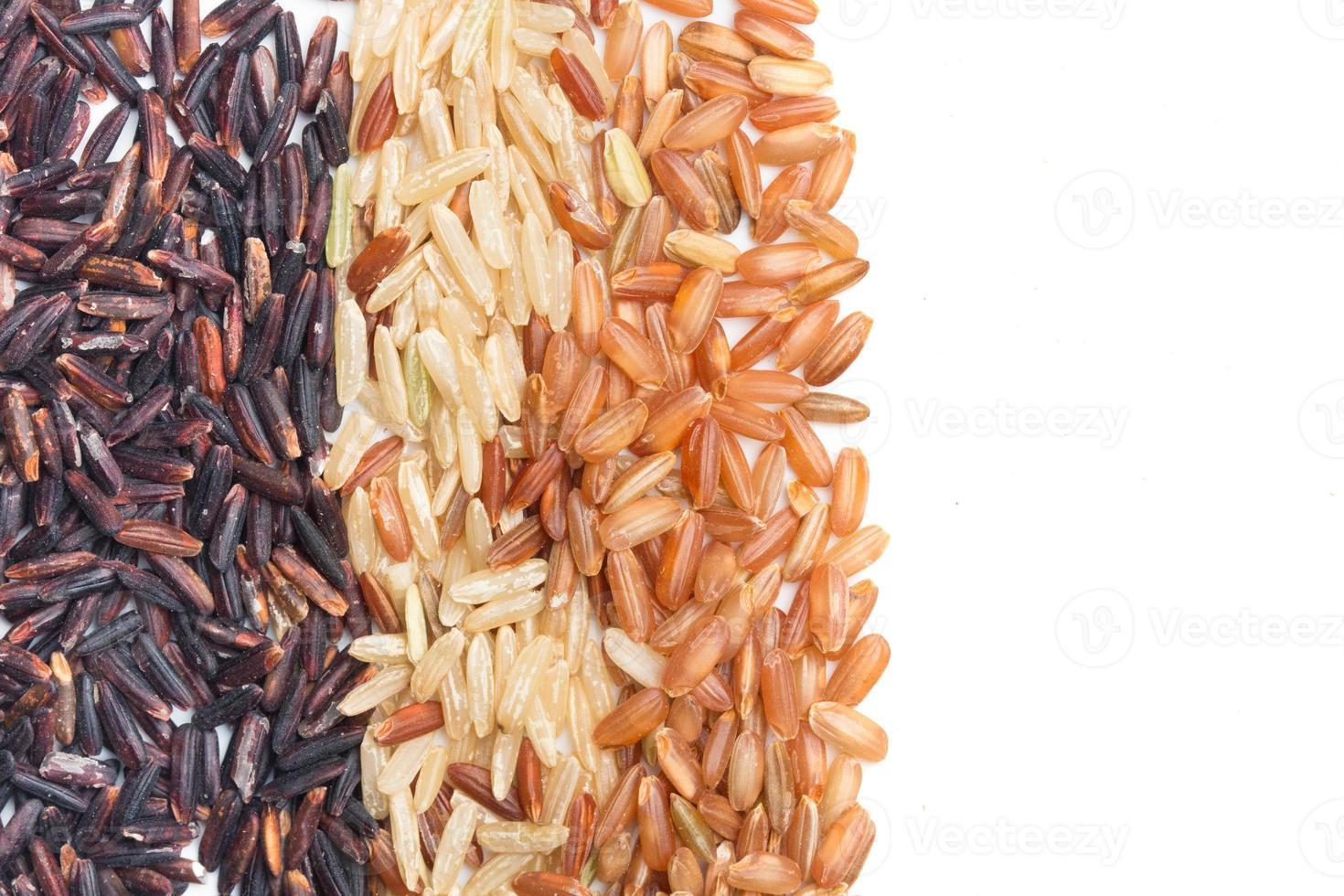 drei verschiedene Arten von braunem Reis foto