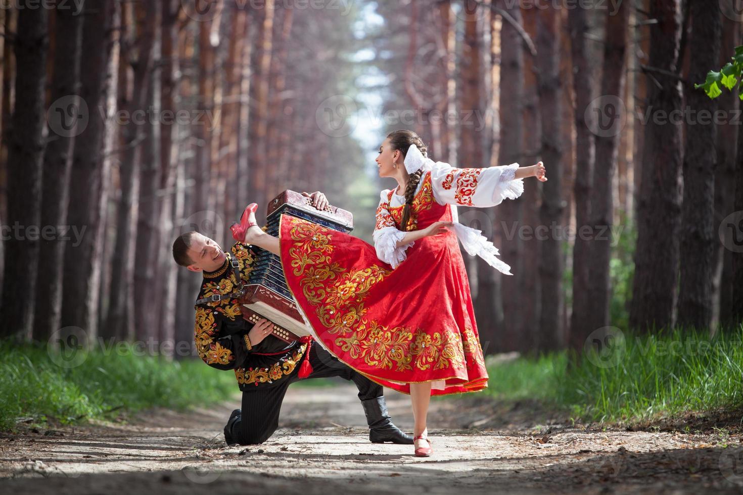 Mann und Frau in russischer Nationaltracht foto