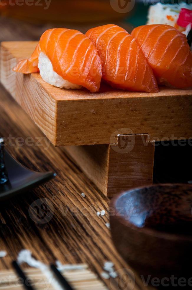 frisches und leckeres orientalisches Sushi, japanisches Thema foto