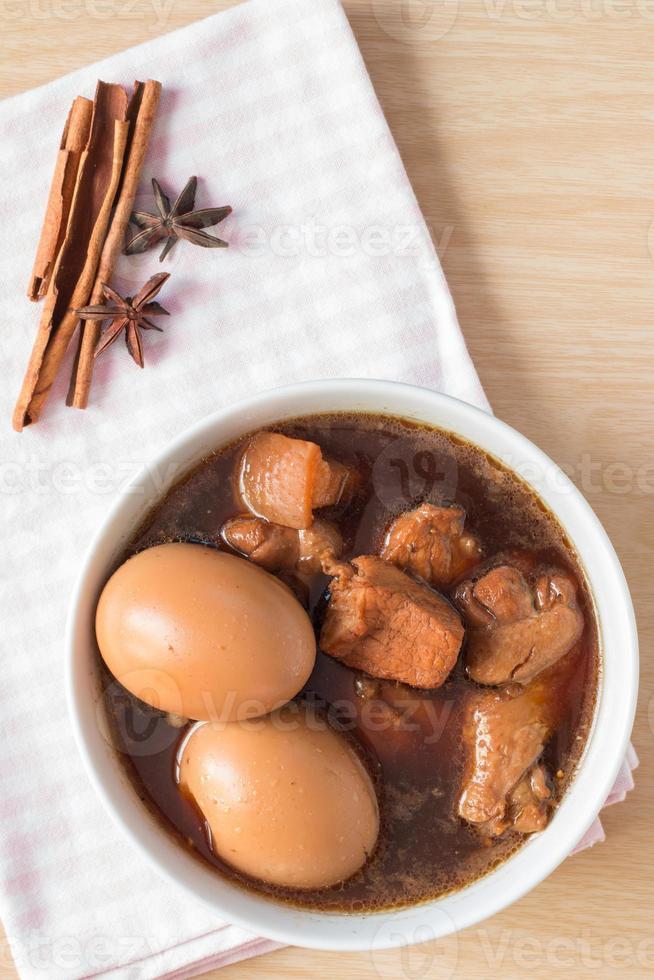 Eier und Schweinefleisch foto