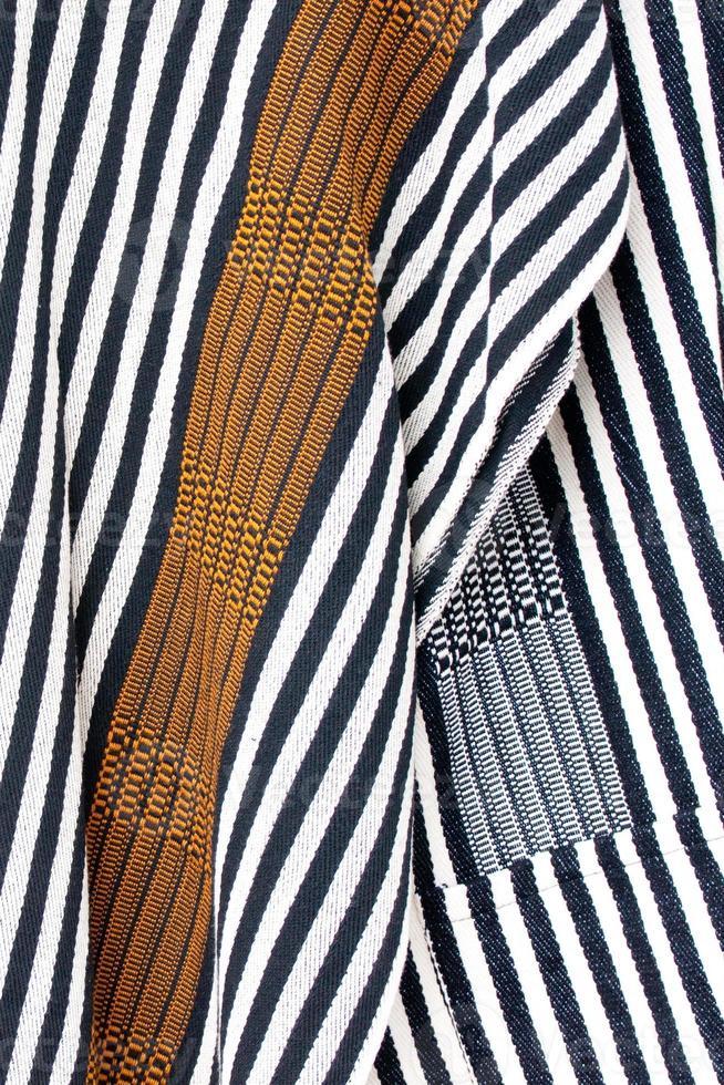 Detail eines handgewebten kolumbianischen Ponchos mit Streifen foto