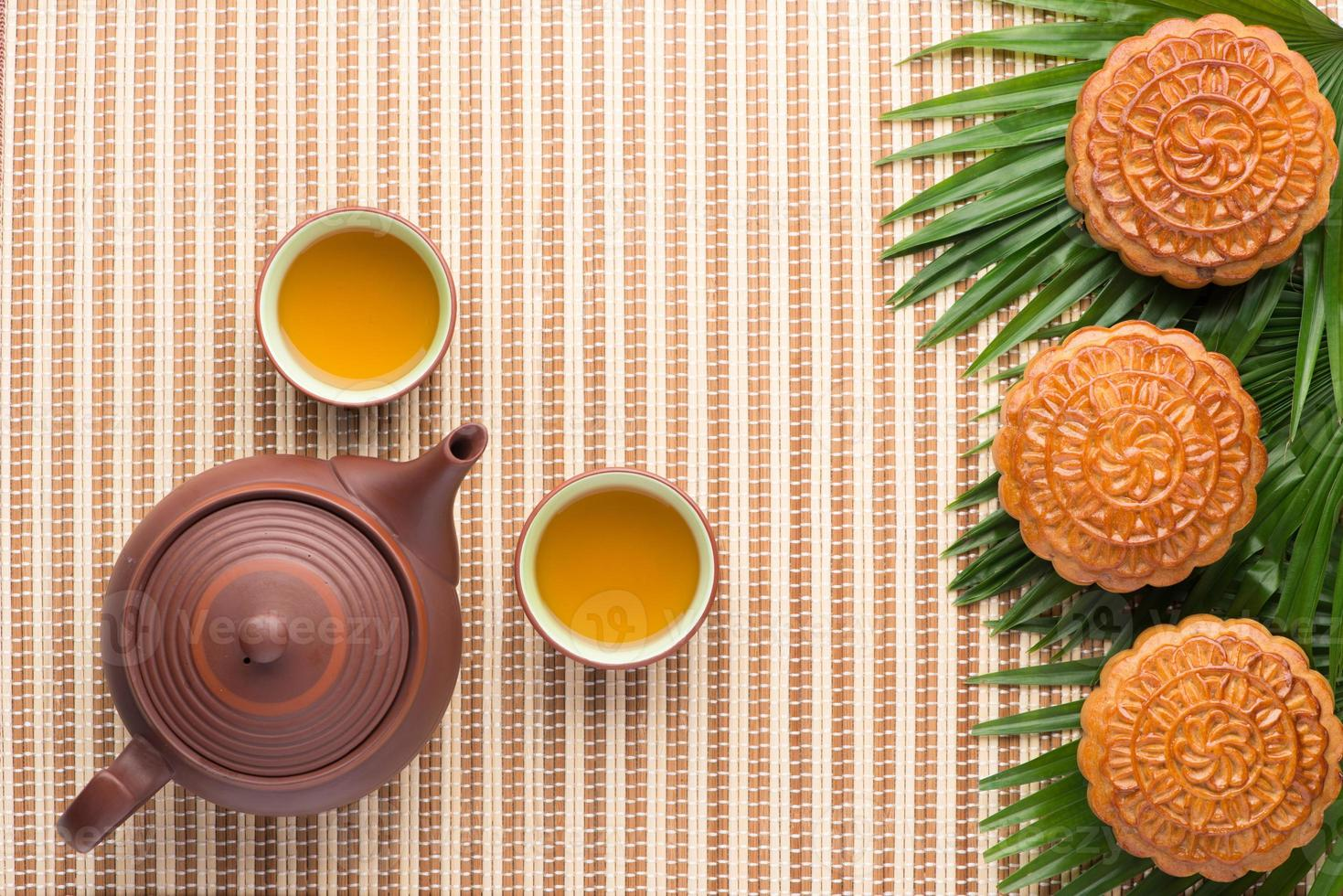 Mondkuchen und Teekanne foto