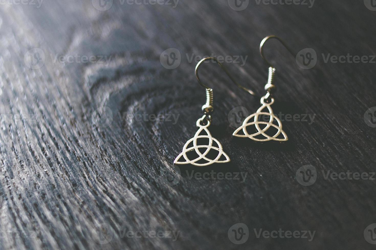 silberne keltische Ohrringe foto