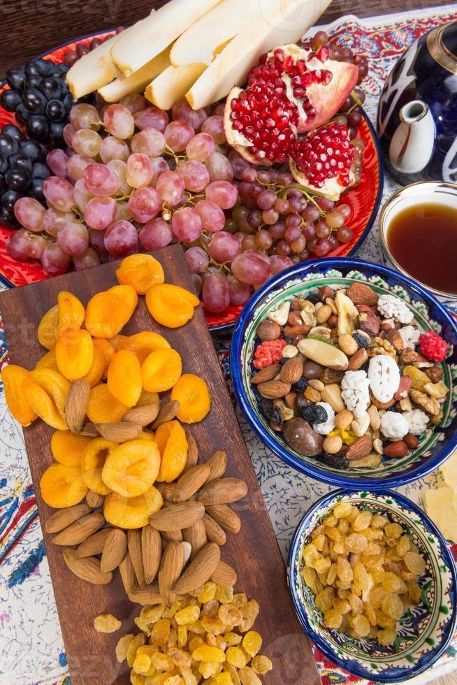 zentralasiatische Früchte und Süßigkeiten foto