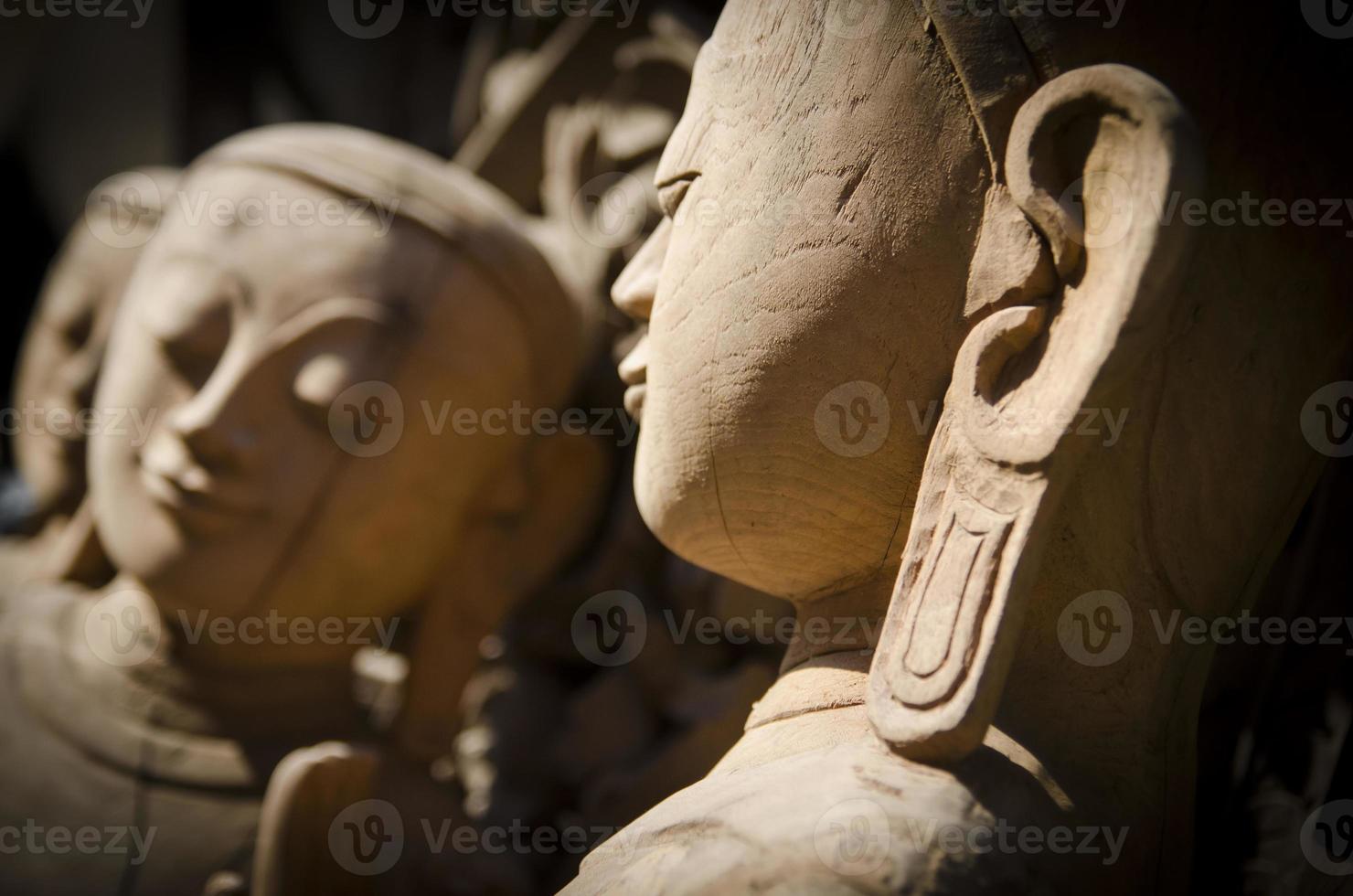 hölzerne Buddha-Skulpturen foto