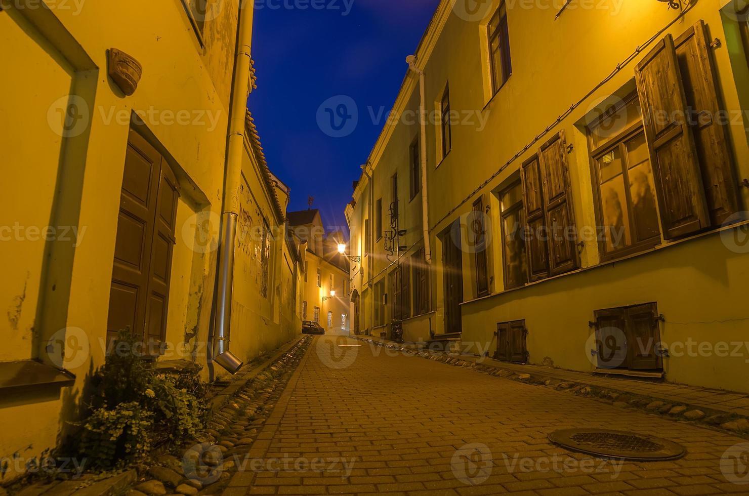 Straße in der Altstadt von Vilnius, Litauen foto