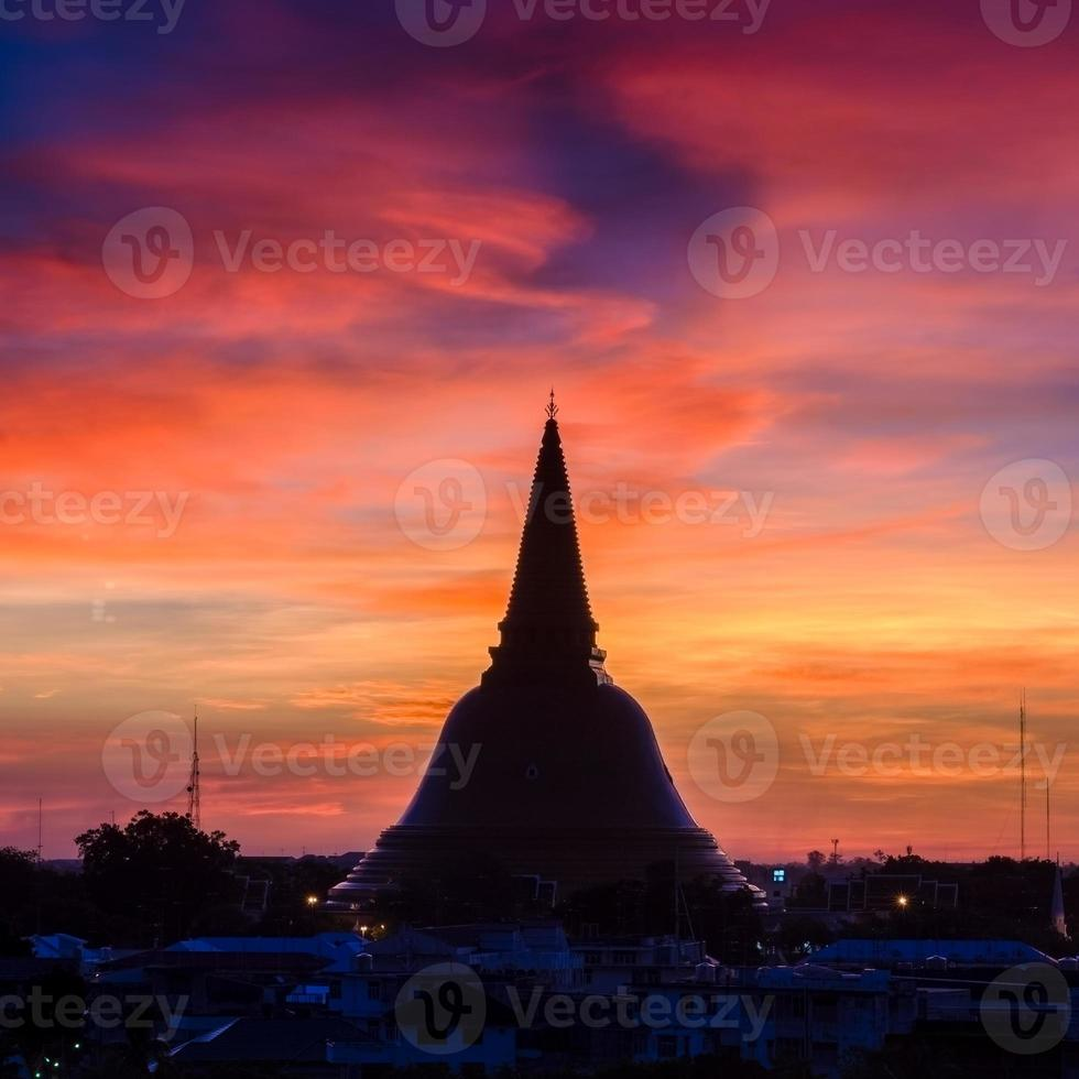Phra Pathom Chedi ist das Wahrzeichen der Provinz Bangkok (Thailand) foto