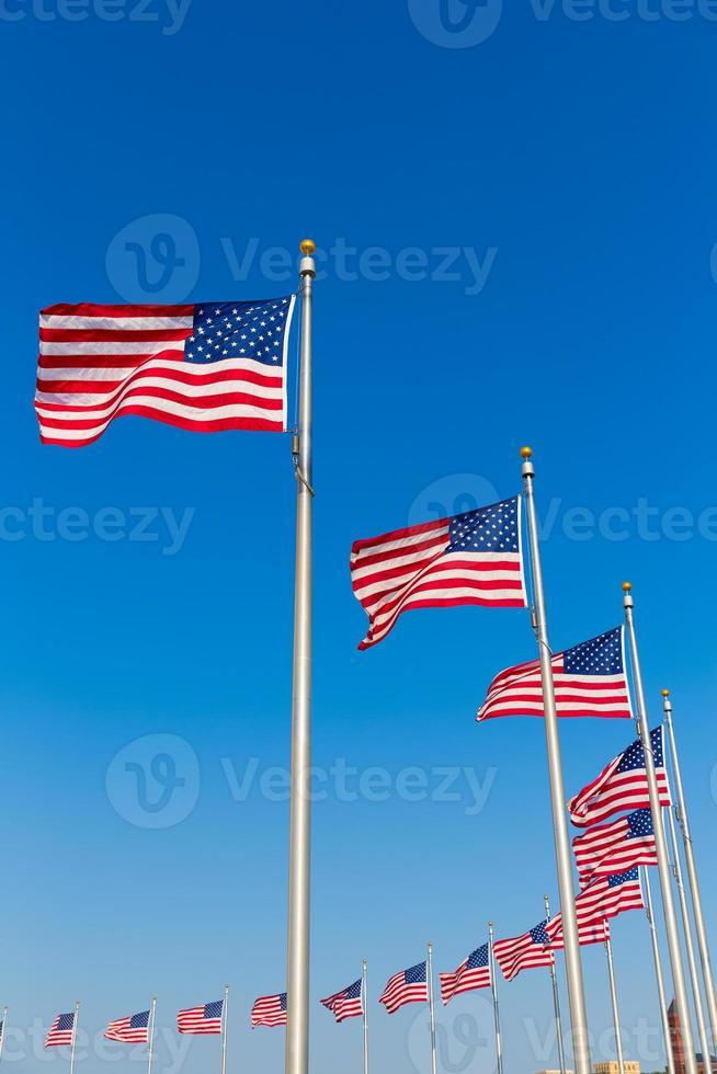 Washington Monument Flaggen im Bezirk Kolumbien foto