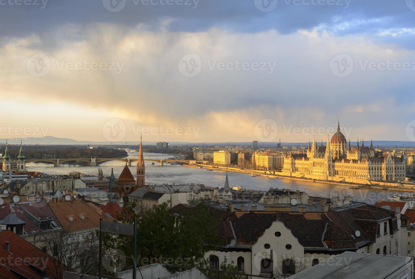 Budapester Panorama bei Sonnenuntergang foto