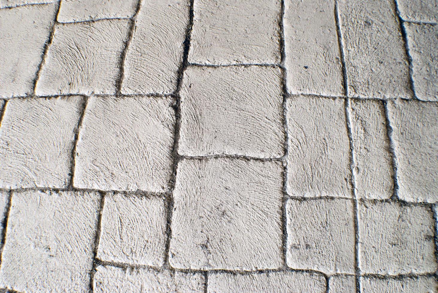 strukturierter Hintergrund der weißen Pflastersteine unter einer Brücke foto