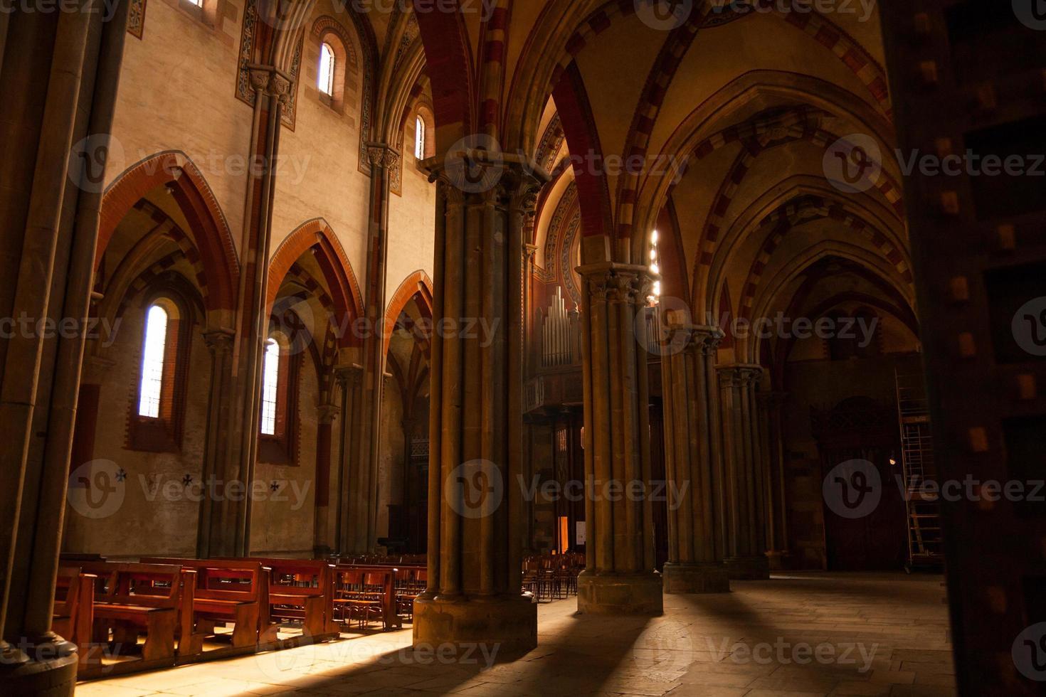 Interno della Basilica di Sant'andrea, Vercelli, Piemont, Italien foto