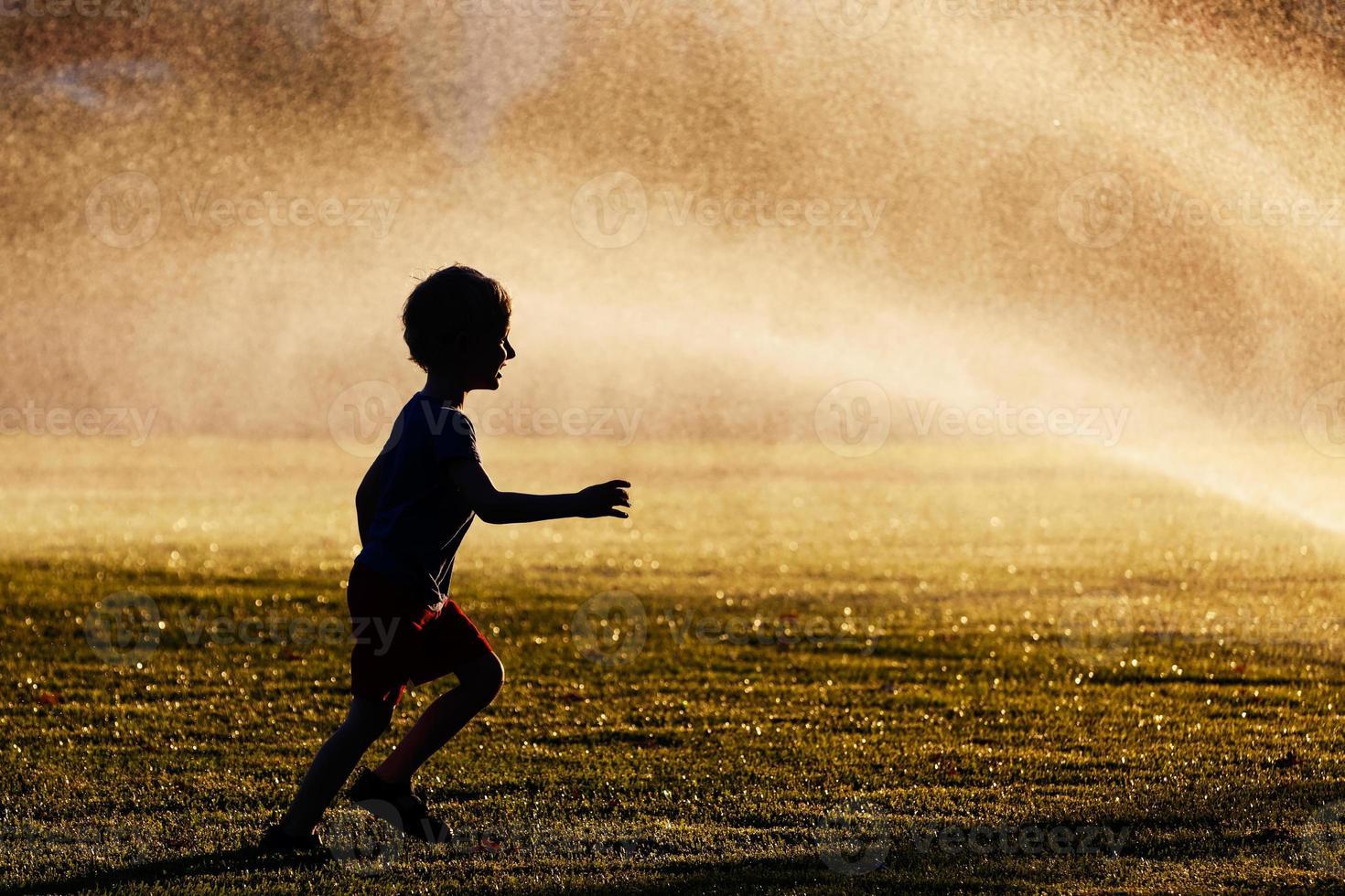 Junge im Park foto