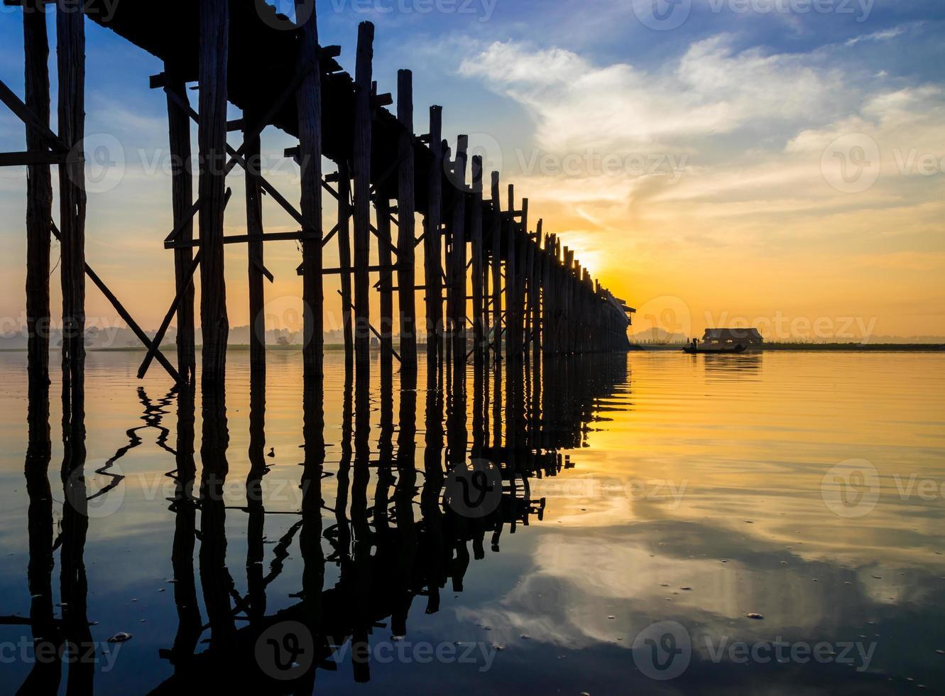 Ubein Brücke bei Sonnenaufgang, Mandalay, Myanmar foto