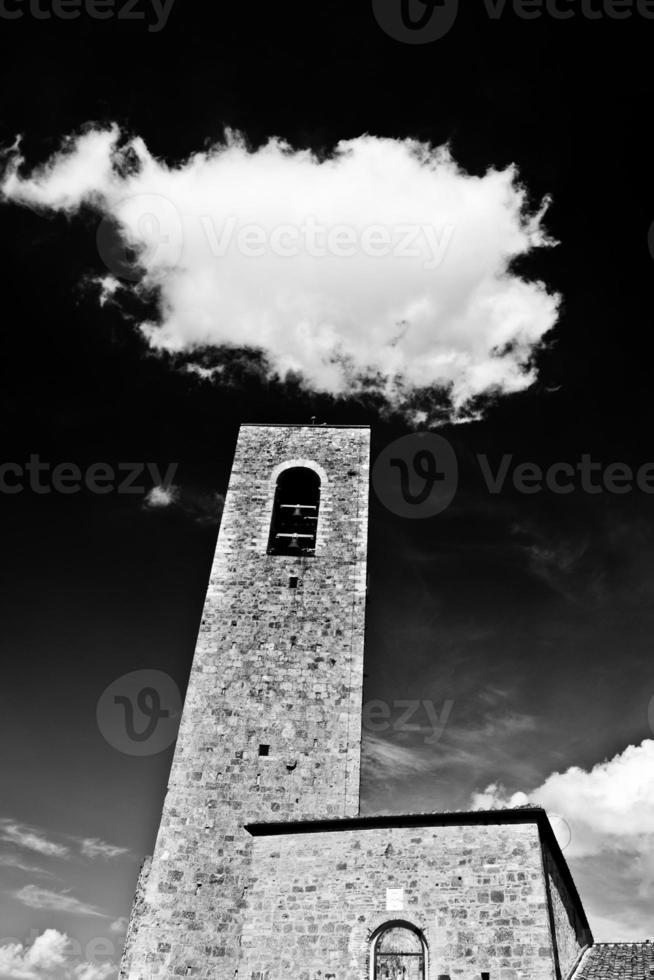 Wolke über San Gimignano Türmen, Italien foto