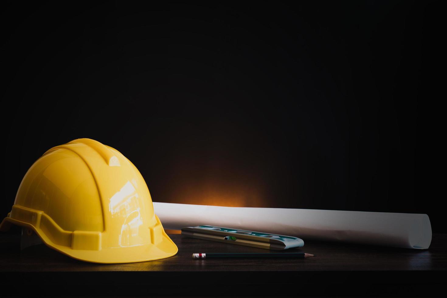 Ingenieurwerkzeuge mit Helm foto