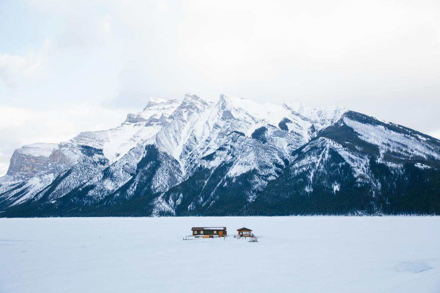 Hütte am See in Banff, Kanada foto