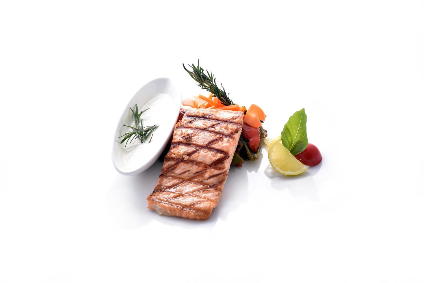 Gegrillter Lachs mit Gemüse foto