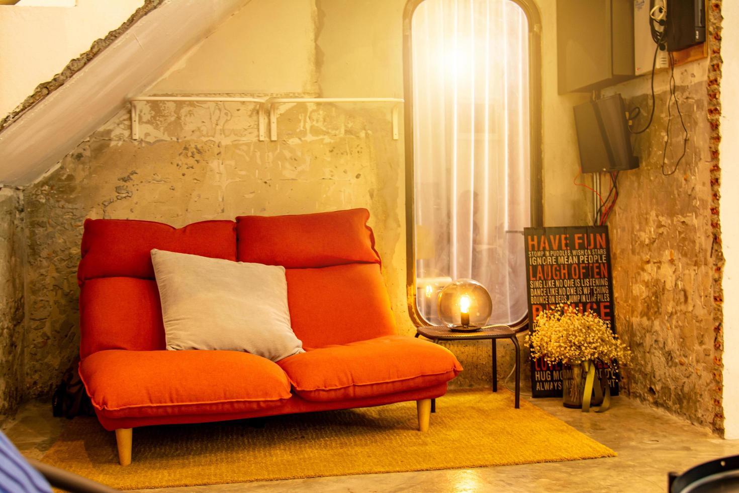 Wohnzimmer Sofa in hellen Raum foto