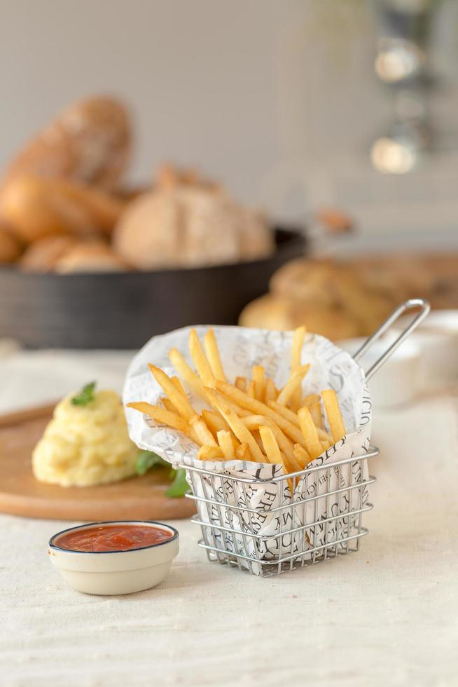 amerikanische Küche mit Pommes Frites foto