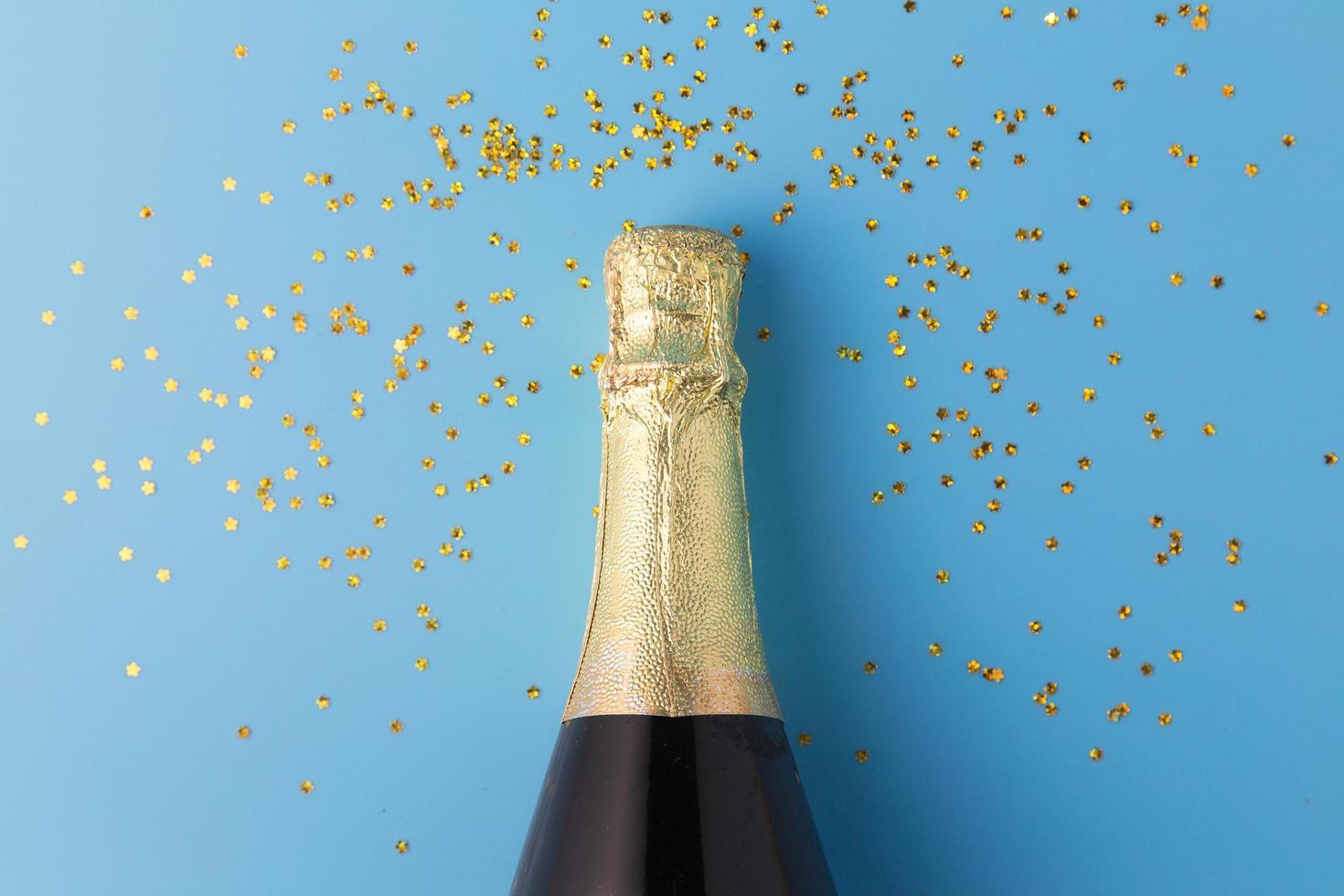 flache Lage Champagnerflasche foto