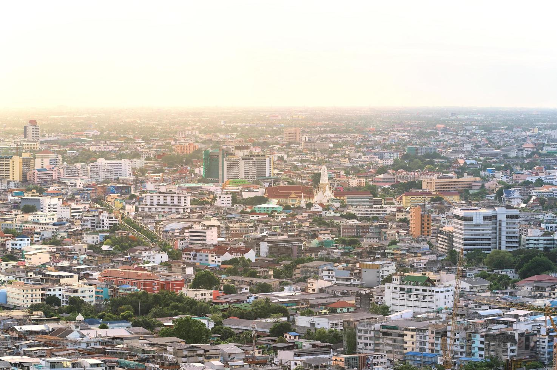 Luftaufnahme der Innenstadt von Bangkok an einem Sommertag foto